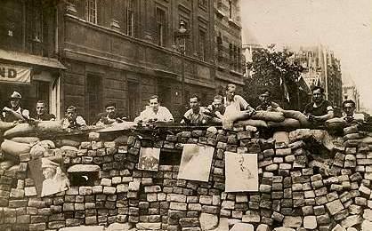 http://liberalisationmai68.free.fr/partie2/paris-barricades.JPG